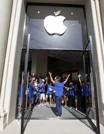 Samsung трябва да плати 1 млрд. долара обезщетение на Apple