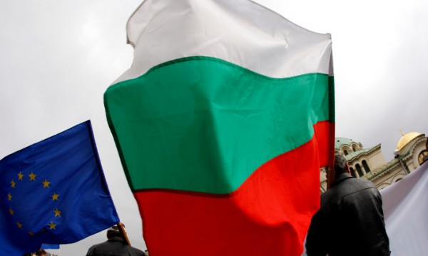 """България изпада в летаргия и захлас по """"силната ръка"""""""