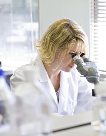 """Учени разгадаха ролята на """"излишната"""" ДНК"""