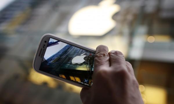 Apple с нови претенции към Samsung за над $700 млн.
