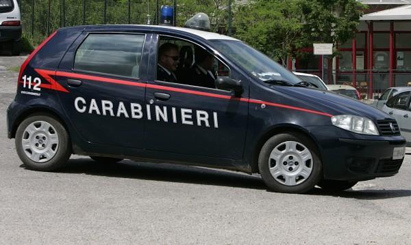 Арестуваха българи, продавали крадени луксозни коли в чужбна