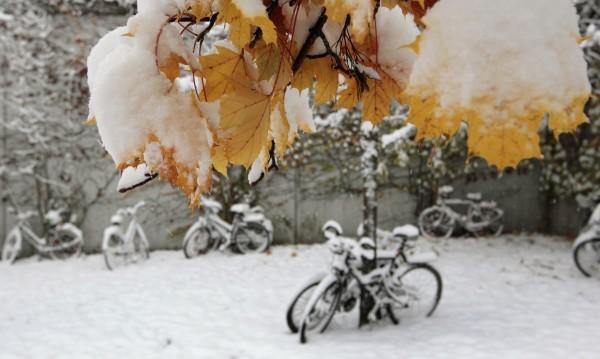 Сняг връхлетя Централна Европа