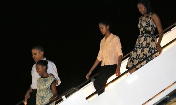 Семейство Обама пристигна на Хаваите за Коледа