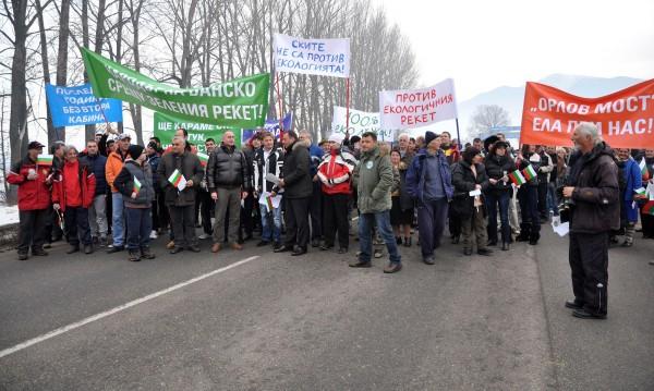 """Банскалии с блокада срещу """"рекета на екоорганизациите"""""""