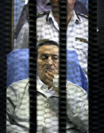 Мубарак остава в затвора