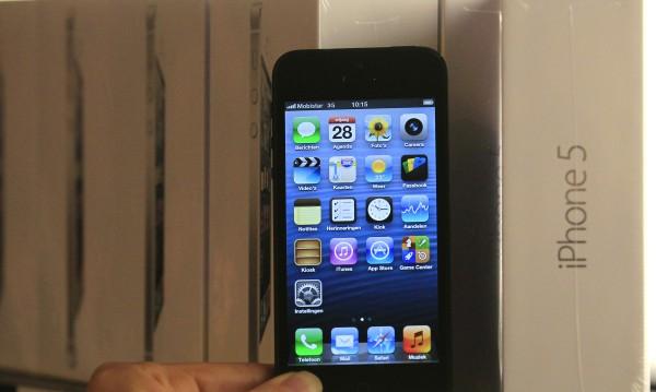 По-голям iPhone и цветни пластмасови корпуси за евтиния модел