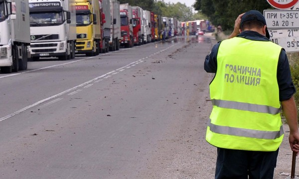 """Спират камионите през ГКПП """"Гюешево"""""""