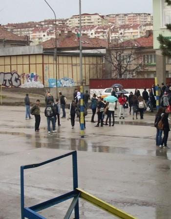 Над 240 хил. българчета напуснали школата за 10 г.