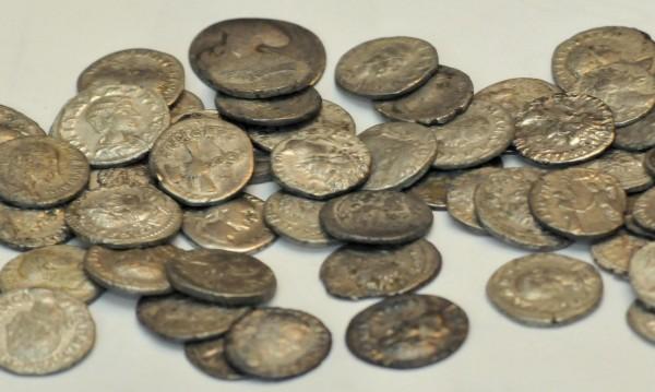 Румънец откри най-голямото съкровище с турски сребърни монети