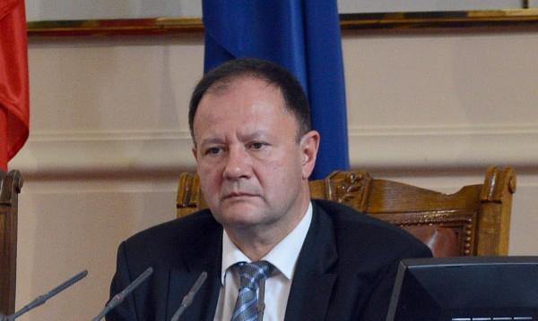 Утре депутатите решават остава ли Миков шеф на НС