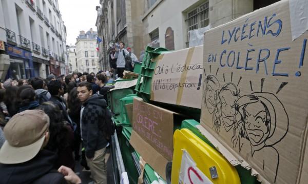 Протести на ученици във Франция срещу депортиране на техни съученици