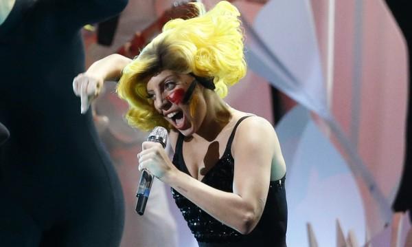 Нападнаха Лейди Гага за дрога и килограми, тя не се дава