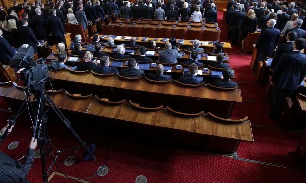 Депутатите удължиха мораториума за земята до 2020 г.