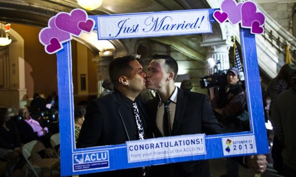 Гей браковете съживяват щатската икономика