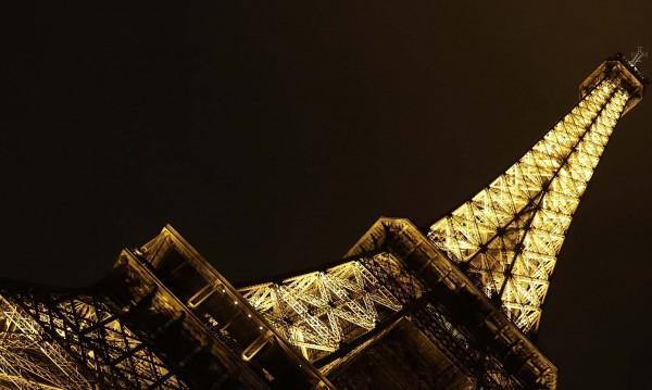 Предлагат на търг част от Айфеловата кула