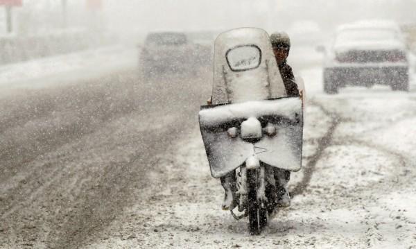 Сняг затрупа сватбари в Иран