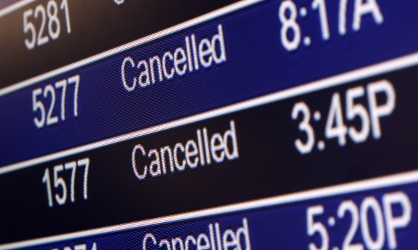 Гръцките авиодиспечери отменят стачката си