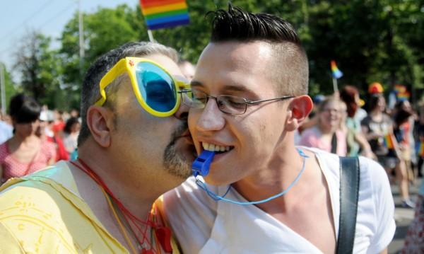 НС отхвърли затвора за ходене на гей паради