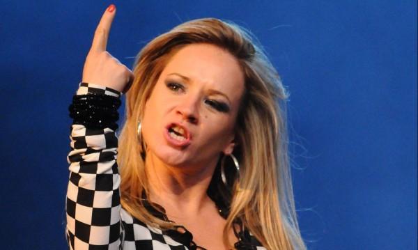 Лора Караджова се пробва сингъл