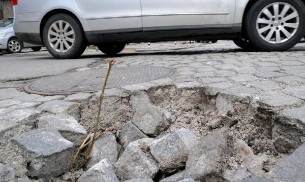 Пропускливост и в ремонтните тапи на София