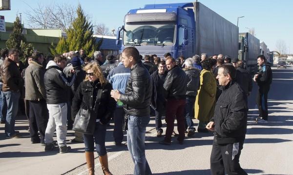 Продължава блокадата на границата ни с Турция
