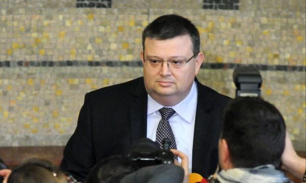 Цацаров не ще да влиза в задочния диалог Пеевски-Цветанов