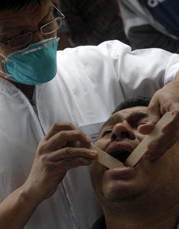 При възпалено гърло – симптоми и поведение