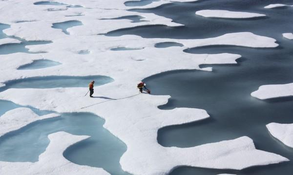 Арктика потъмнява и затопля Земята