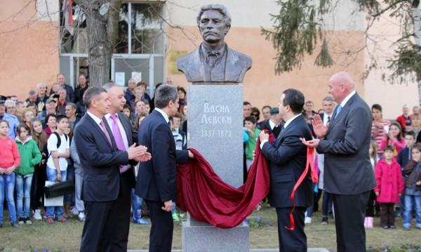 Паметник на Васил Левски бе открит в Цариброд