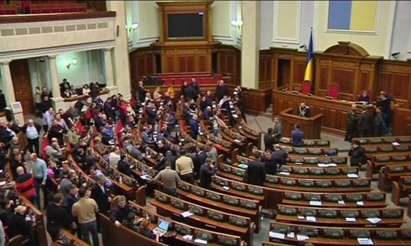 Парламентът изтегли полицията от центъра на Киев