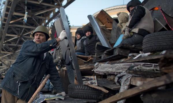 Събарят паметници на Ленин в украински градове