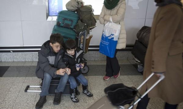 Почти 7 млн. души преминали през българските летища миналата година
