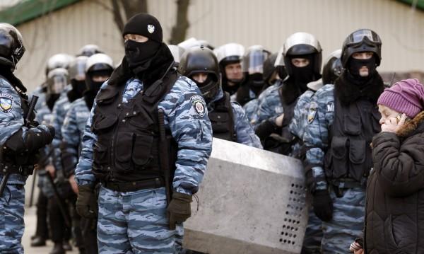 """Служители на """"Беркут"""" помолиха за прошка за случилото се в Киев"""