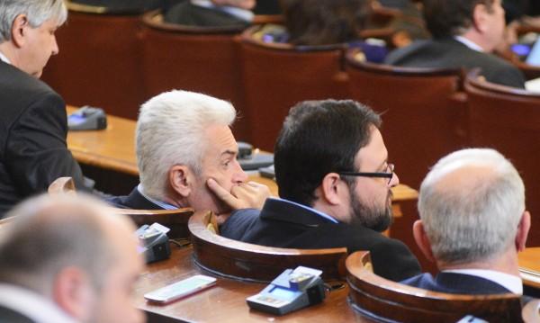 """Бъдещето на """"Кремиковци"""" скара депутатите"""