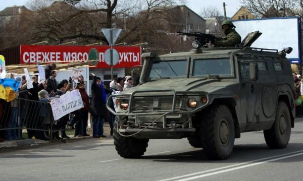 Руските сили укрепват позициите си в Крим