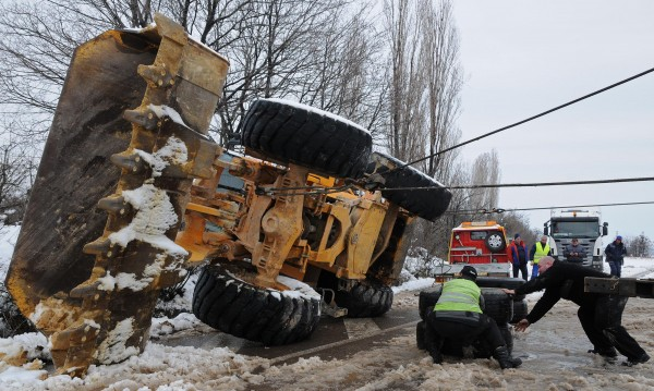 30-тонна фадрома се обърна край Хасково
