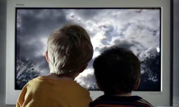 Гледането на телевизия при децата може да доведе до затлъстяване