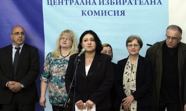 Новата ЦИК обеща да работи честно и прозрачно