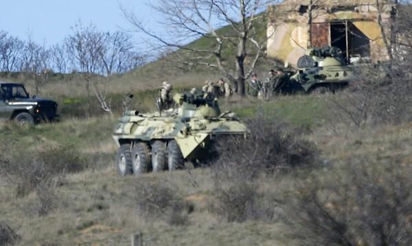 Русия обявява военен контрол в Крим