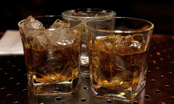 Ставаме ли по-забавни, като пием? Не и за околните