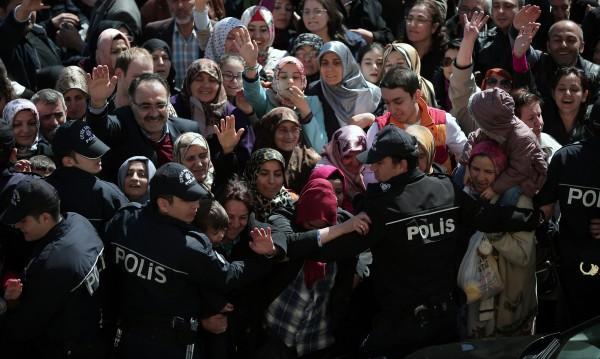 Най-малко 8 убити при размирици на изборите в Турция
