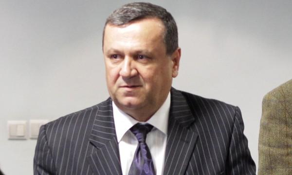 Бизнесът се отлепя от дъното, съзря Адемов