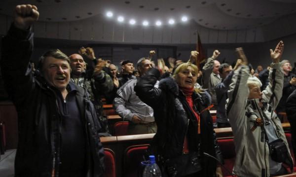 """Русия разиграва """"кримски сценарий"""" в Източна Украйна!"""