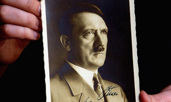 Картичка разказва за зъбите на Хитлер