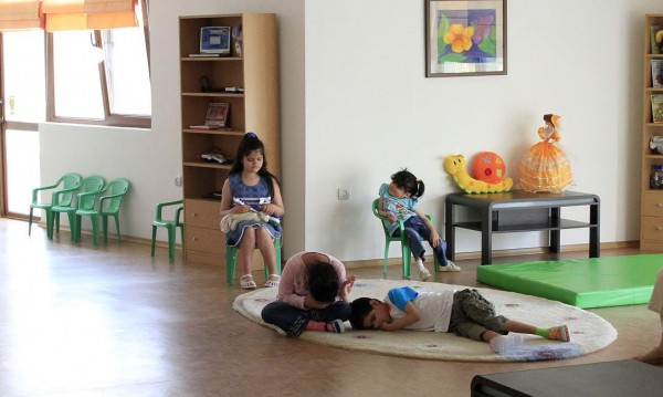 Семейство от САЩ осиновява четири сестричета от България
