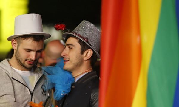 В Малта разрешиха на еднополовите двойки да осиновяват деца
