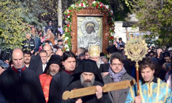Литийно шествие с чудотворна икона от Бачковския манастир