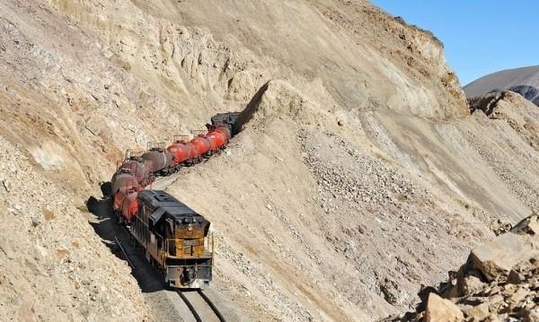 Впечатляващата железница, която прекосява Андите
