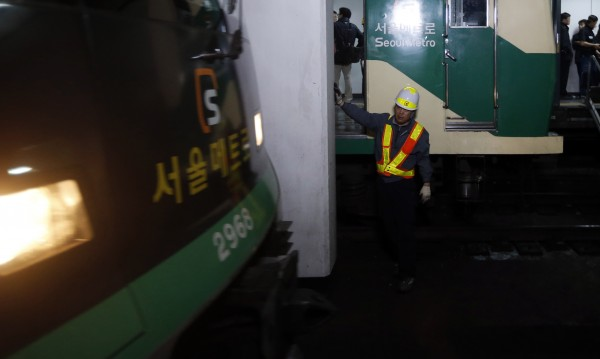 Близо 240 ранени при катастрофата в метрото на Сеул