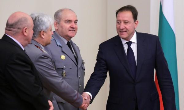 Изключвам участие на български военнослужещи в Украйна
